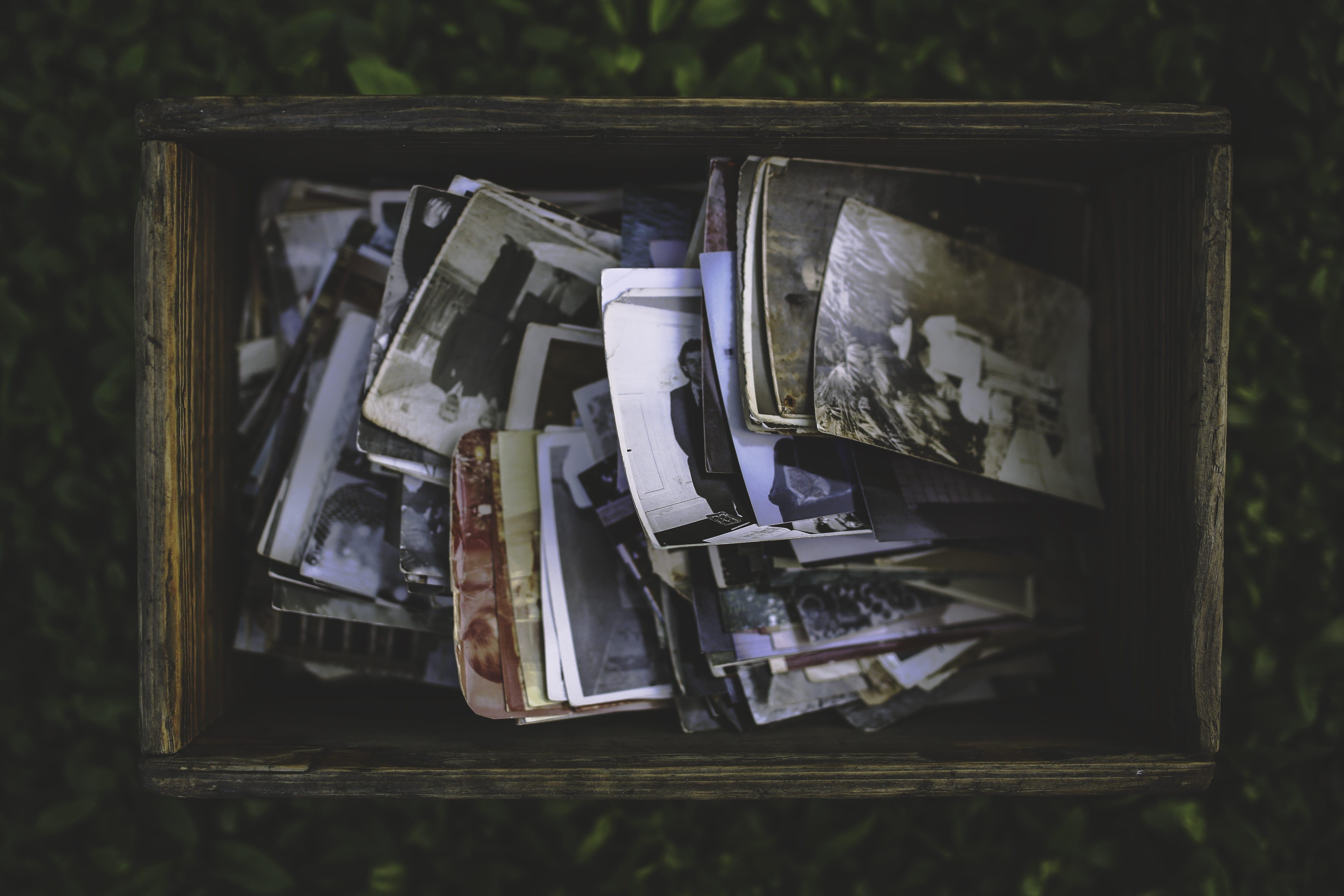 Alte Kiste mit Fotos