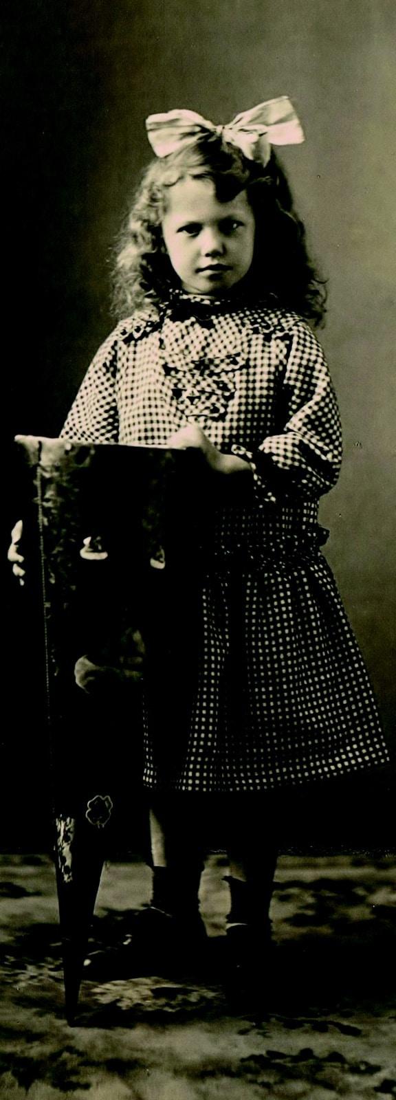 Mädchen beim Schulanfang 1917