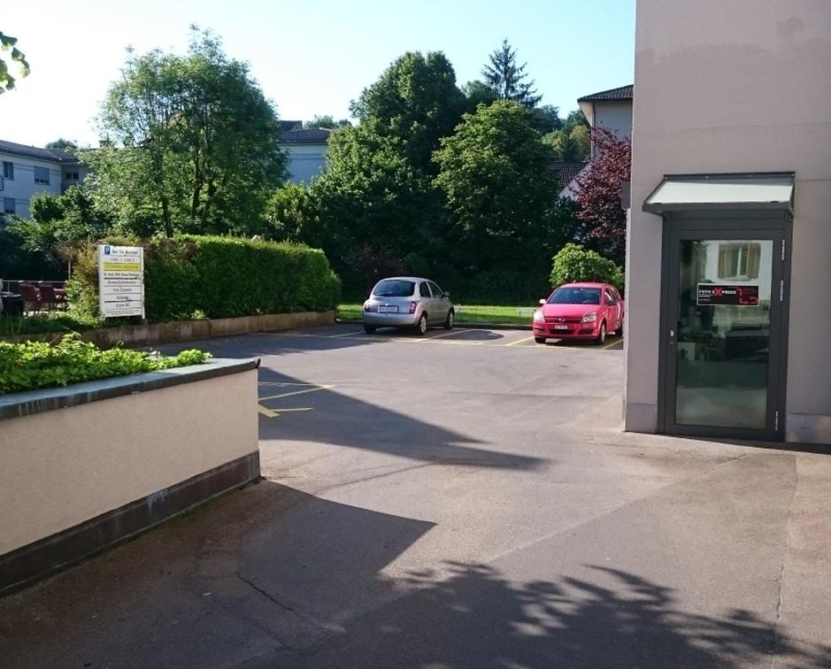 Foto Express Parkplätze vor dem Geschäft